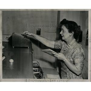 1962 Press Photo Dorothy Claus Bell Loan Switchboard - RRW04205