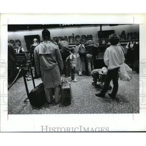 1989 Press Photo Lines at ticket counter at Houston Intercontinental Airport