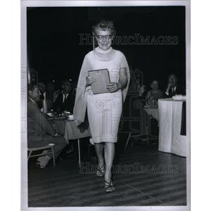 1967 Press Photo Cy Riley With Her Award - RRX58801