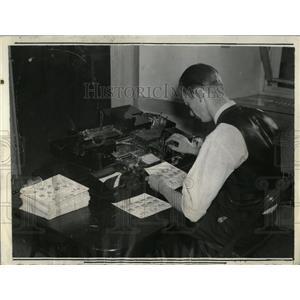 1934 Press Photo automatic scriting machine - RRX76123