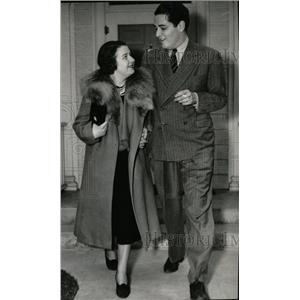 1937 Press Photo Ring Lardner Jr Wed Film Secretary - RRW78327