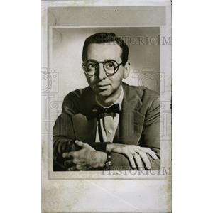 1954 Press Photo Arnold Stang Comic Actor Bespectacled - RRW82537
