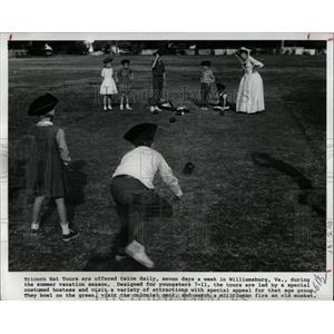 1973 Press Photo Tricorn Hat Tour Williamsburg Virginia