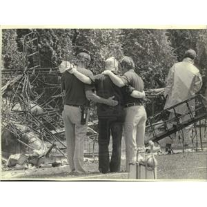 1982 Press Photo Priest comforts EAA officials after planes collide, Oshkosh