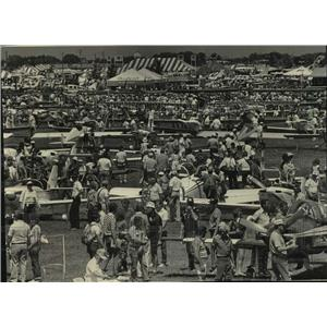 1984 Press Photo crowd at Experimental Aviation Association Fly-In, Wisconsin