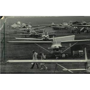1985 Press Photo Airplanes and tents at Wittman Field, Oshkosh for Convention