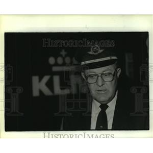 1986 Press Photo Captain Marenus Stroom of KLM Airlines in uniform - hca40750