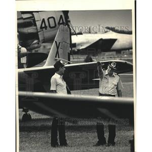 1987 Press Photo Pilots and their vintage warplanes at EAA Fly-In - mjc29811