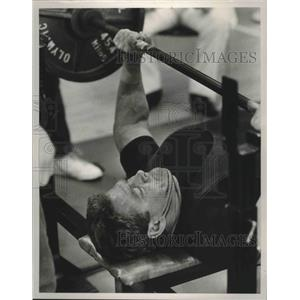 1988 Press Photo Tom Ownens, founder of Kings Ranch in Alabama, attempts 430 lbs