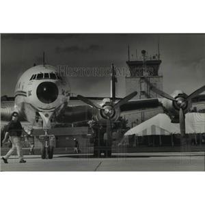 1993 Press Photo Daryl Lenz & Lockheed Constellation at Wittman Airport
