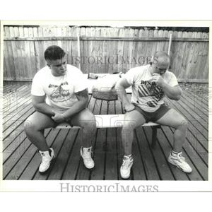 1992 Press Photo Jessen Kellum after missing first attempt at benching 610lbs