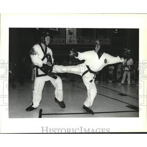 1993 Press Photo Kickboxing - Misty Blanchard and Stacy McNab during a match