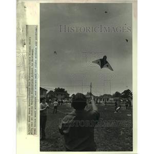1983 Press Photo Kite Day at Stella Worley Elementary School in Weswego