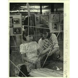 1984 Press Photo Melissa Vatick & Marilyn Greene-Oakwood Center's kite Workshop