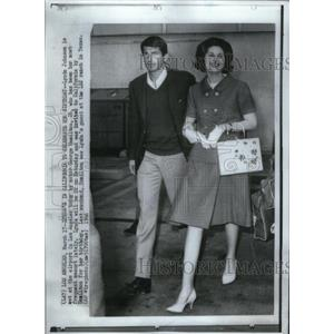 1966 Press Photo Lynda Johnson Actor George Hamilton - RRX59739