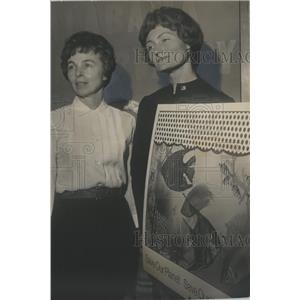 1971 Press Photo Mrs. D. O. Wright & Mrs. Thomas Carruthers, Conservation Center