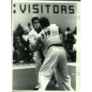 1992 Press Photo Judo competitor Bill Shanahan (left) wins match at Colonie NY
