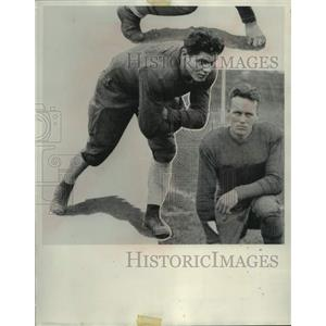 1969 Press Photo Ex-Marquette football's Gene Ronzani signs with Chicago Bears