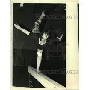 Press Photo Gymnast Deirdre Kosky on balance beam at Iroquois School, New York