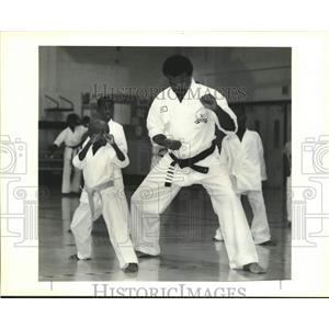 1990 Press Photo Russel Durosseau instructs Bryant Moses at martial arts class