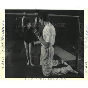 1991 Press Photo Eugeny Martchenko teaching at gym - nob68386