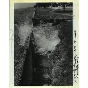 1992 Press Photo Mandeville seawall erosion near Marigny Street. - nob67071