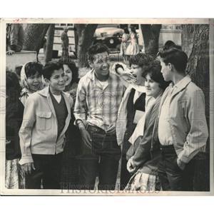 1961 Press Photo Menominee teenagers gather in Keshena - mjc38171