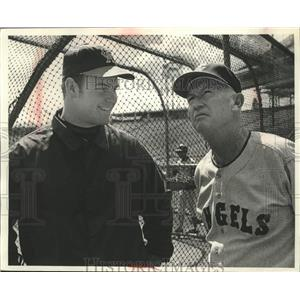 1969 Press Photo Rick Reichardt & his manager Bill Rigney at White Sox stadium.