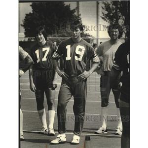 1981 Press Photo Green Bay Packers football rookie Rich Campbell with teammates