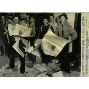 1941 Press Photo  Daily News Worker Strike CIO Caster