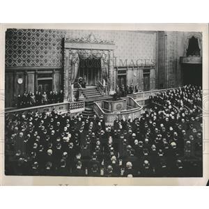 1940 Press Photo House Representatives Japan reads Peer - RRX81779