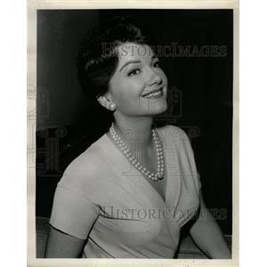 1961 Press Photo Star Anne Baxter Good Love Writer - RRW09867