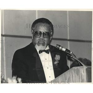 1987 Press Photo Hosea Williams, Civil Rights Leader, in Front of Microphone