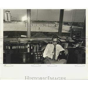 1988 Press Photo Jerry McKinney In Office At New Orleans International Airport