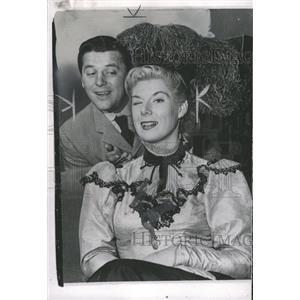 1959 Press Photo Musical Actor Gordon McRae Wife Sheila - RRW33875