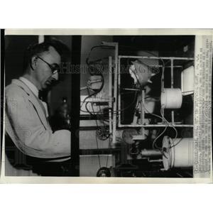1935 Press Photo DR Peterson Minnesota University