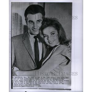 1964 Press Photo Abbe Lane Actress Perry Leff Agent - RRX37245