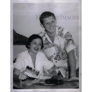 1953 Press Photo Mr. & Mrs. Trumbull Jr. - RRX47975