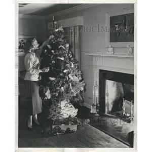 1949 Press Photo Fire Prevention Crackling Fire Chicago - RRW43565
