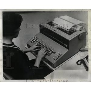 1965 Press Photo Students Learn On IBM 1050 Terminals - RRW90461