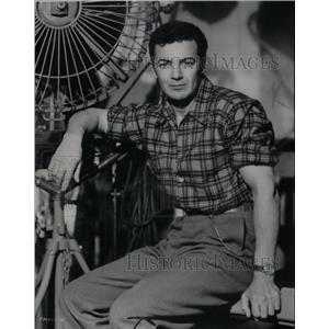 1952 Press Photo Cornel Wilde American Film Director - RRX57129