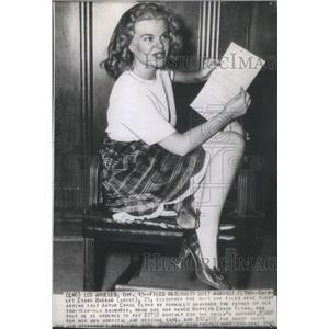 1943 Press Photo Shirley Evans Hassau Discusses The Paternity Suit She Filed