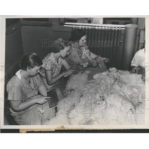 1937 Press Photo Hand Spinning Weaving Bryan Hill Loom