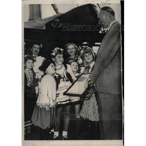 1950 Press Photo Eva Zandler Frederick Osborn Crusade - RRW24513