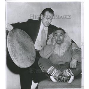1956 Press Photo Actor Frank Whaley With Alaskan Eskimo - RRX89595