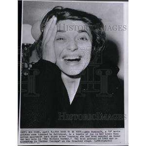 1963 Press Photo Actress Bancroft Reacts To Oscar Win - RRW99329