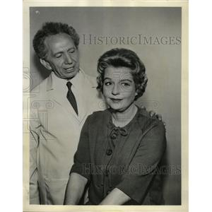 1962 Press Photo Actors Betty Fields and Sam Jaffee - RRW99195