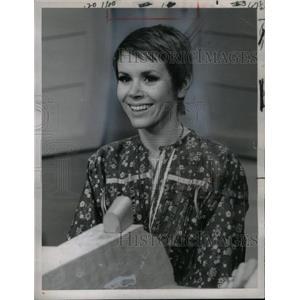 1968 Press Photo Judy Carne Rowan Martin Laugh NBC TV - RRX57395