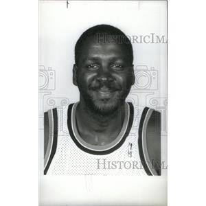 1990 Press Photo Tree Rollins Center Detroit Pistons - RRX38823