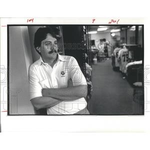 1987 Press Photo Denver Broncos Equipment Manager Dan Bill - RSC28599